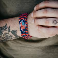 How To Tie Dye An American Flag Paracord Survival Flag Bracelet Helps Pair Veterans With A