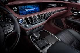 lexus van papier lexus toont in genève ultieme luxury én een pure raceauto lexus