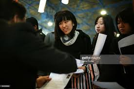 Resumes Of Job Seekers by Graduates Compete For Scarce Jobs Amid Global Financial Crisis