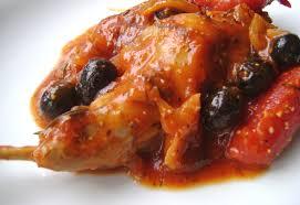 cuisiner le lapin en sauce lapin à la tomate et aux olives noires tartine jeanne