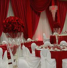 oh my never been a fan of red and white weddings but this one