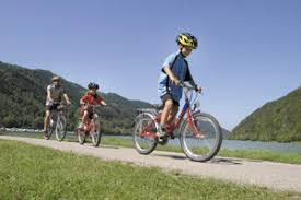 nã gel spitz design danube cycle path family bike tour danube hits for
