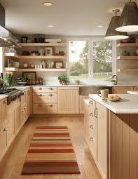 parquet dans une cuisine parquet chene massif clair cuisine en bois clair tapis coloré