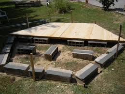 construire son chalet en bois l u0027installation de la cabane de jardincabanedejardin biz