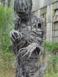 Scary Halloween Decorations Make Your Own by Best 25 Scary Outdoor Halloween Decorations Ideas On Pinterest