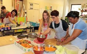 cours de cuisine angouleme les restos du cœur accueillis au centre social pour un atelier