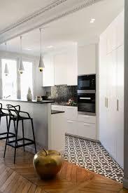 le pour cuisine moderne cuisine moderne avec petit bar des rangements et de la