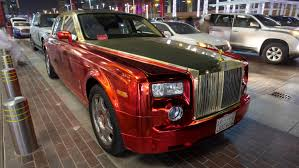 gold rolls royce gold red chrome rolls royce phantom unbelieveable bad wrap job