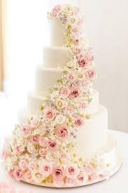 wedding flowers near me best 25 glamorous wedding cakes ideas on gold wedding
