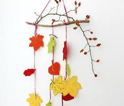 Esszimmer Herbstlich Dekorieren Mit Kindern Für Den Herbst Basteln Eine Girlande Aus Filzblättern