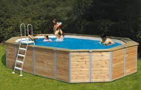 rivestimento in legno per piscine fuori terra i pro e i contro delle piscine fuori terra