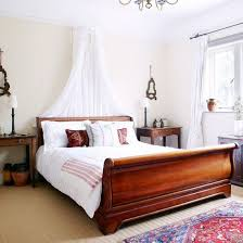 Bedroom Designs With White Furniture by Best 25 Cherry Wood Bedroom Ideas On Pinterest Black Sleigh