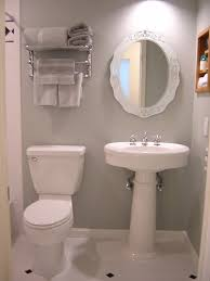 Awesome Decorating Small Bathrooms Photos Home Design Ideas - Decor for small bathrooms