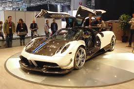 pagani huayra gold laferrari fighting pagani huayra bc is lighter more powerful
