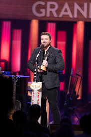 dierks bentley evelyn day bentley chris young inducted into grand ole opry by brad paisley people com