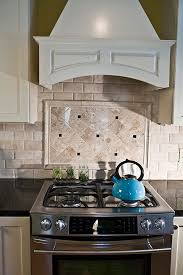 Subway Tile Ideas Kitchen Best 25 Travertine Backsplash Ideas On Pinterest Beige Kitchen