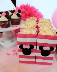minnie mouse cupcakes 10 tips for an affordable minnie mouse birthday party cupcake