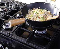 cuisiner avec un wok table de cuisson à gaz avec gril wok multi couronne falcon