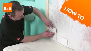 how to tile a bath splashback part 2 fixing the tiles youtube
