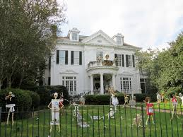 Gothic Homes 45 Halloween Decorations That Convert Homes Into Real Horror Meuseums