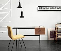 bureau de designer exposition paulin designer chez ligne roset réaumur à