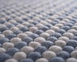 tapis boule feutre aruna tapis de laine par sukhi blog esprit design