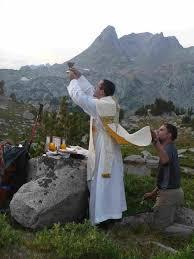new liturgical movement worthily celebrating the holy sacrifice