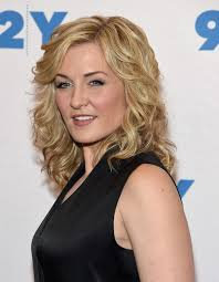 amy carlson hairstyles on blue bloods amy carlson photos photos blue bloods 150th episode celebration