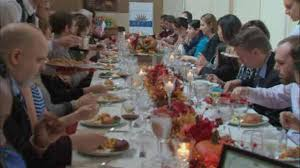 thanksgiving feast held at ellis island for immigrants becoming
