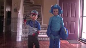 halloweencostumes com sends us some video game related costumes