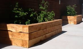 Elevated Front Yard Landscaping - top 2 designs for easy to build juniper raised beds