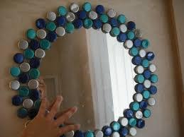 obiecte handmade rama rotunda handmade oglinda decorata cu capace metalice