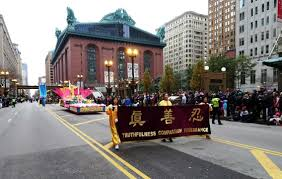 chicago parade thanksgiving falun gong practitioners participate in chicago thanksgiving