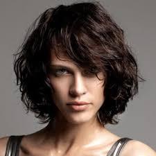 coupe cheveux bouclã s homme coupe homme visage hexagonal cheveux bouclés chatains