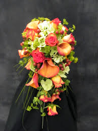 Wedding Flowers Hampshire What Shape Bouquet To Choose The Wedding Gateway