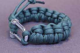 paracord bracelet youtube images Make a half hitch quick deploy paracord bracelet boredparacord jpg