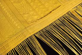 How To Make A Rug Out Of Fabric 1 Million Spiders Make Golden Silk For Rare Cloth Wired