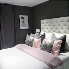 Schlafzimmer Antik Bild Bett Kopfteil Weiss Mit Lila Vorhängen Lapazca