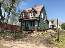 make house developers plan to move old house to make way for new construction
