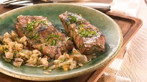 cuisiner le foie de veau plat à base de viande foie de veau aux oignons et persil