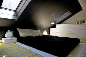decoration chambre comble avec mur incliné charmant chambre sous les toits ravizh com