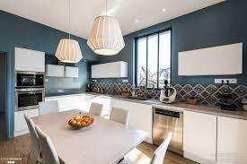 cuisine maison bourgeoise rénovation cuisine contemporaine et douce dans maison bourgeoise