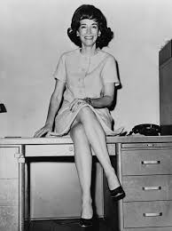 Historical Photos Circulating Depict Women Helen Gurley Brown Wikipedia