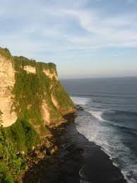 about uluwatu in bali and how to get there traveldudes org