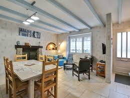 Wohn Und Esszimmer In Einem Raum Ferienhaus Kerhulu Im Nordosten Der Bretagne