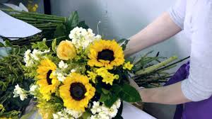 bouquet of sunflowers how to make a cheerful sunflowers bouquet