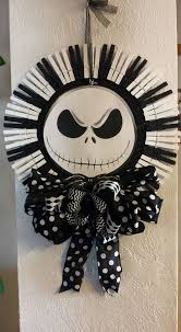 nightmare before skellington by vickswreathsnthings