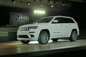 jeep summit 2016 2017 jeep grand cherokee adds trailhawk updates summit packages