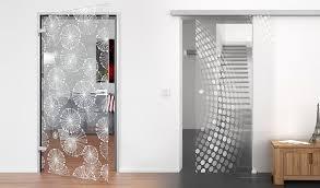 glastüren badezimmer glastür gegen holztür im vergleich badspiegel org