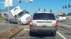 lowe u0027s truck filmed flipping over in missouri daily mail online